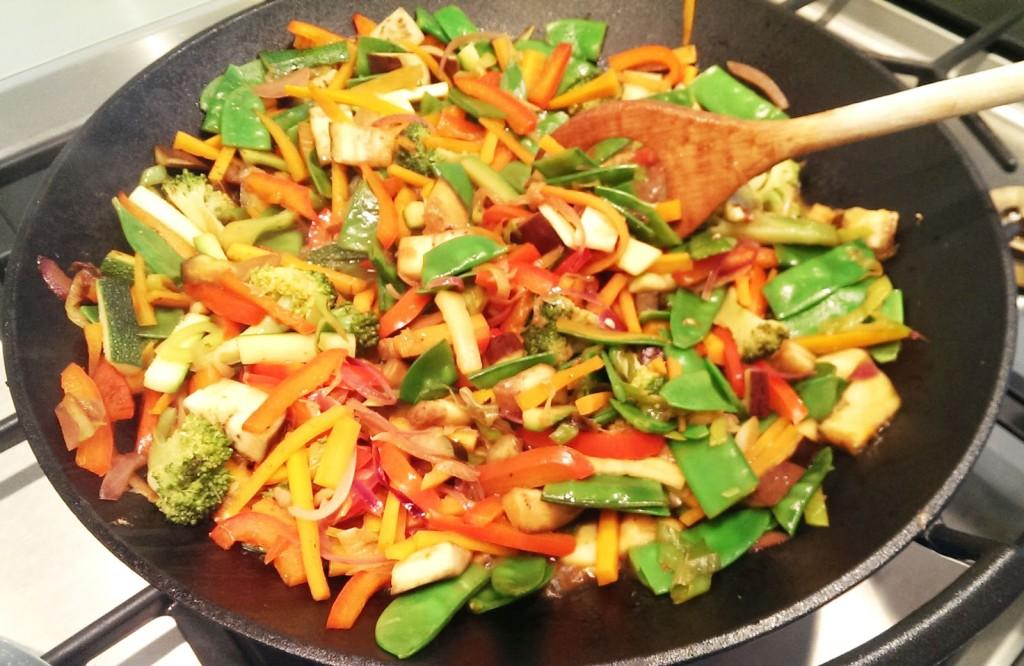 Asiatisches Pfannengericht mit Gewürzen
