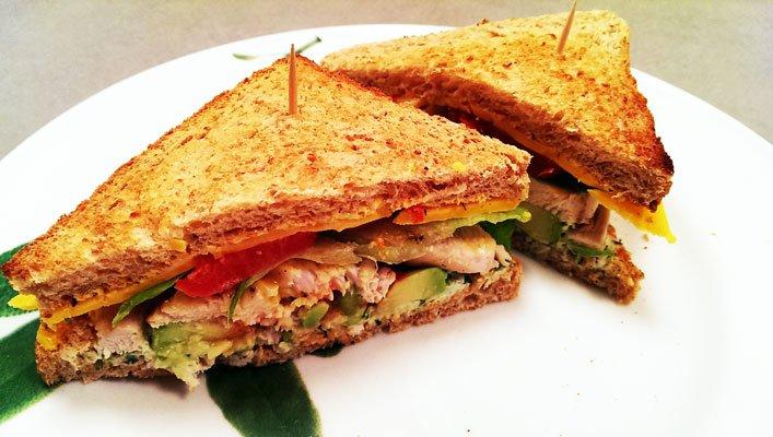 club sandwich mit h hnchenbrust rezept food blaster. Black Bedroom Furniture Sets. Home Design Ideas