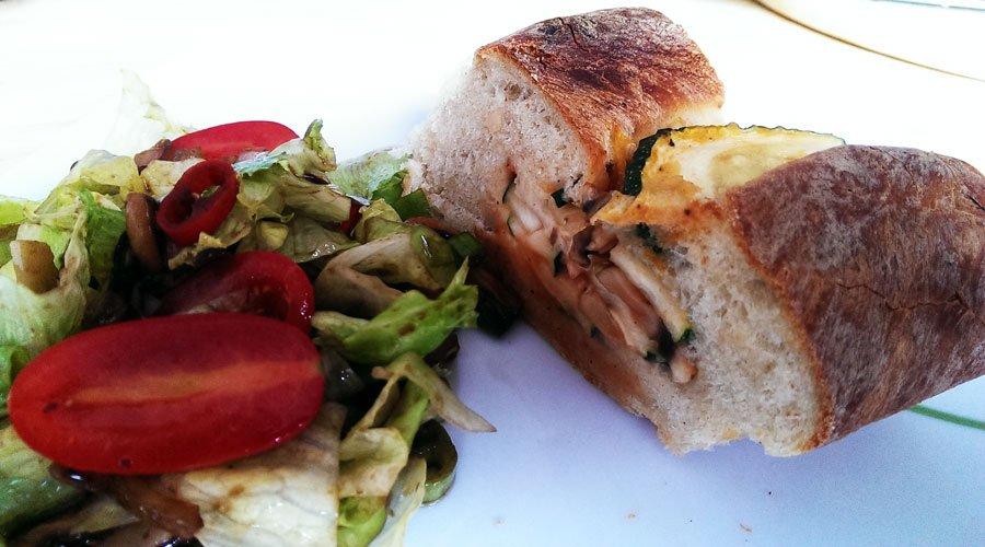 Brot mit Gemüse