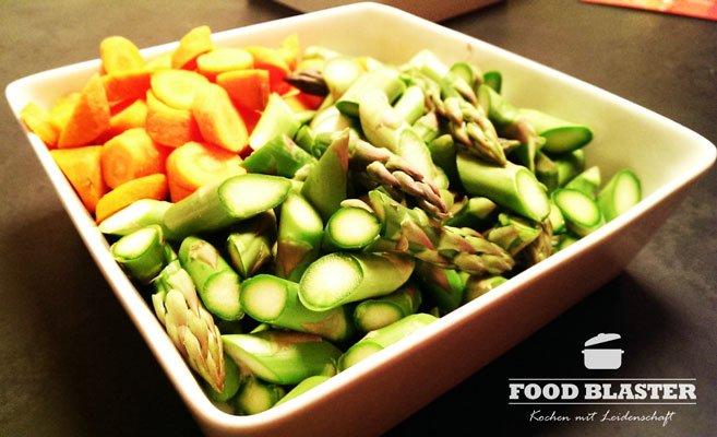 Grünen Spargel und die Karotten schneiden