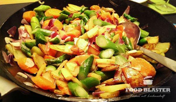 Gemüse in Pfanne fertig