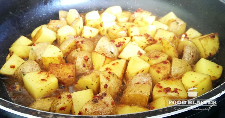 Pfannenkartoffeln abschmecken