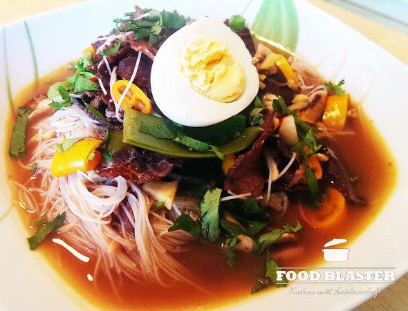 Asiatische Suppe mit Rind