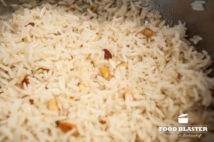 Reis mit Pinienkernen als Beilage