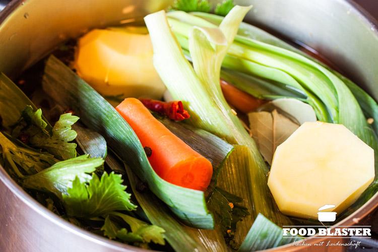 Suppengemüse im Topf