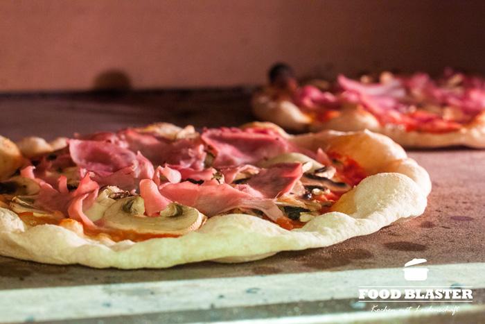 Pizza im Ofen frisch