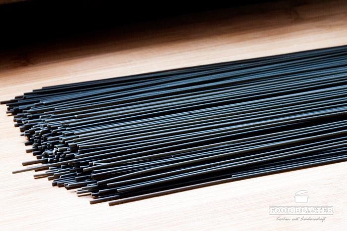 Pasta mit Tintenfisch Farbe schwarz