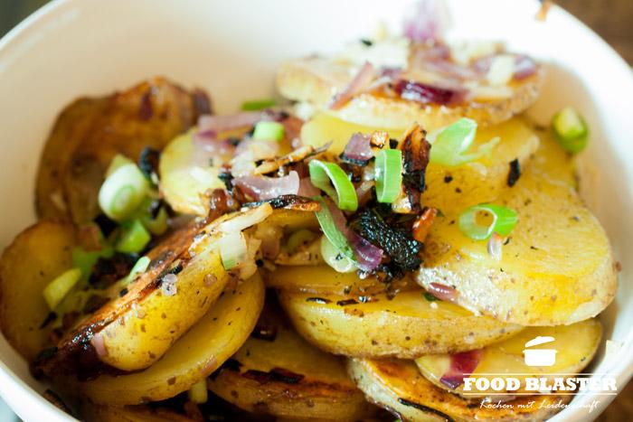 Bratkartoffeln und Frühlingszwiebeln