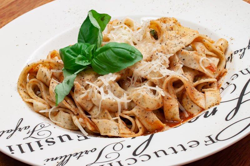 Bild: Algenpasta mit Paprika-Sauce
